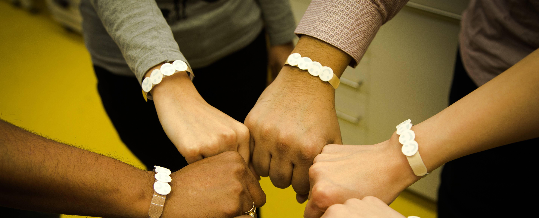 Personal UV sensor bracelet